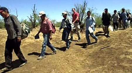 illegals_crossing_border_future_dems.jpg