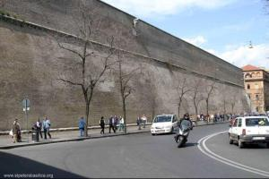Vatican_wall_street_view